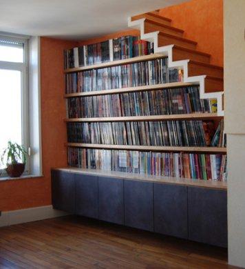 Bibliothèque sous escalier - Nos